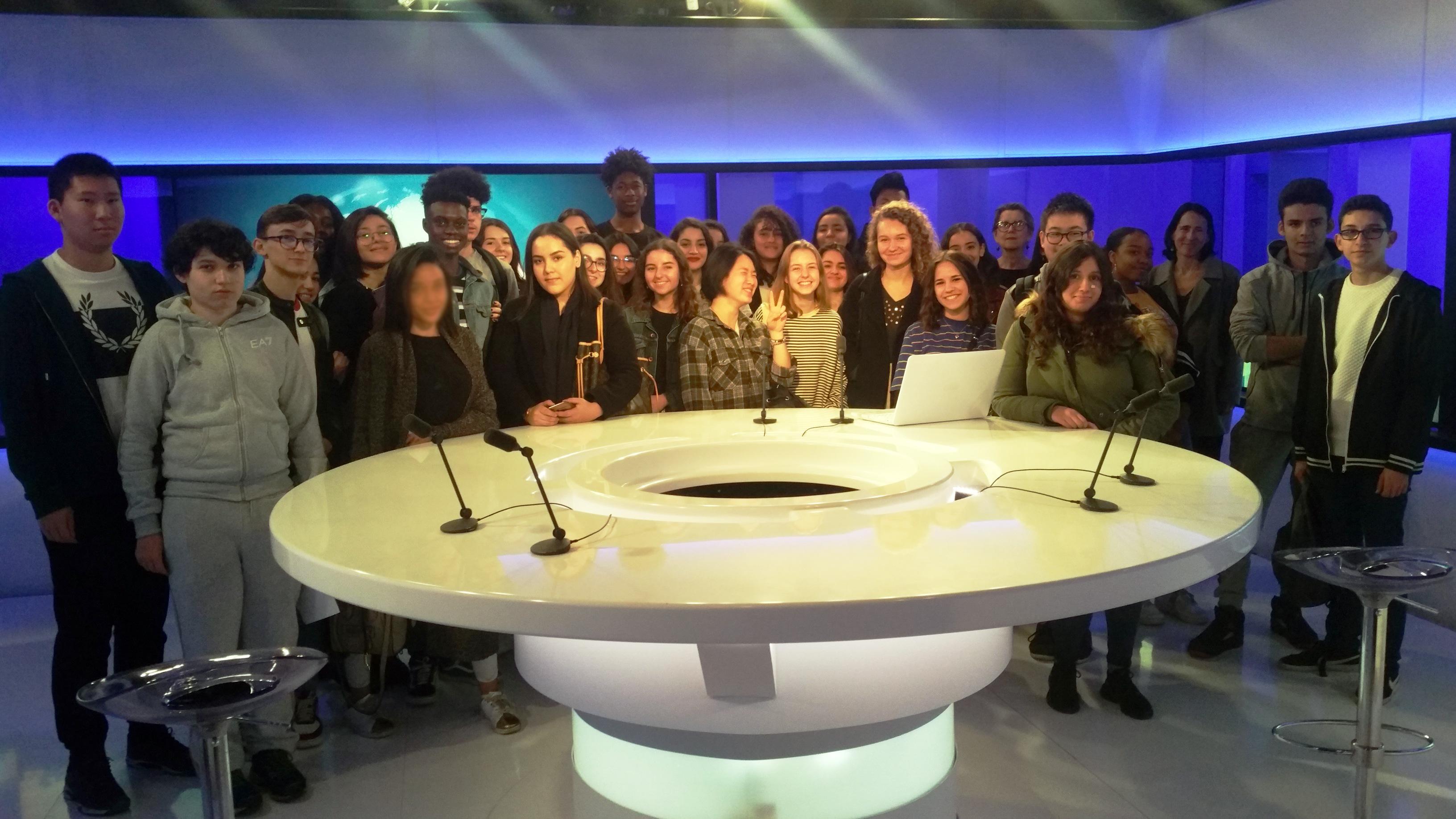 Les 1ère ES du lycée Auguste Renoir d'Asnières-sur-Seine visitent les locaux de TV5MONDE (1er avril 2019)