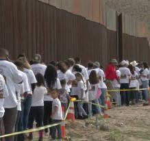 Mexique-USA: retrouvailles au pied du mur