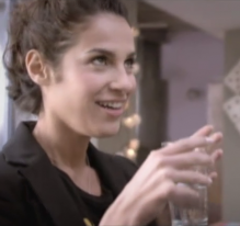 Neuf mois, interprété par Élisa Tovati